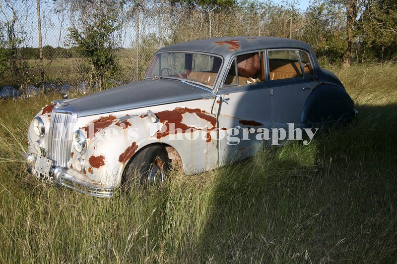 Armstrong Siddeley. It resembles and old Rolls Royce. If you know of the year model, please let me know.
