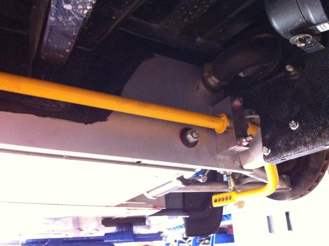 "Lotus adjustable anti-roll bar (yellow ""Super Sport"" option) with solid aluminium mounts."