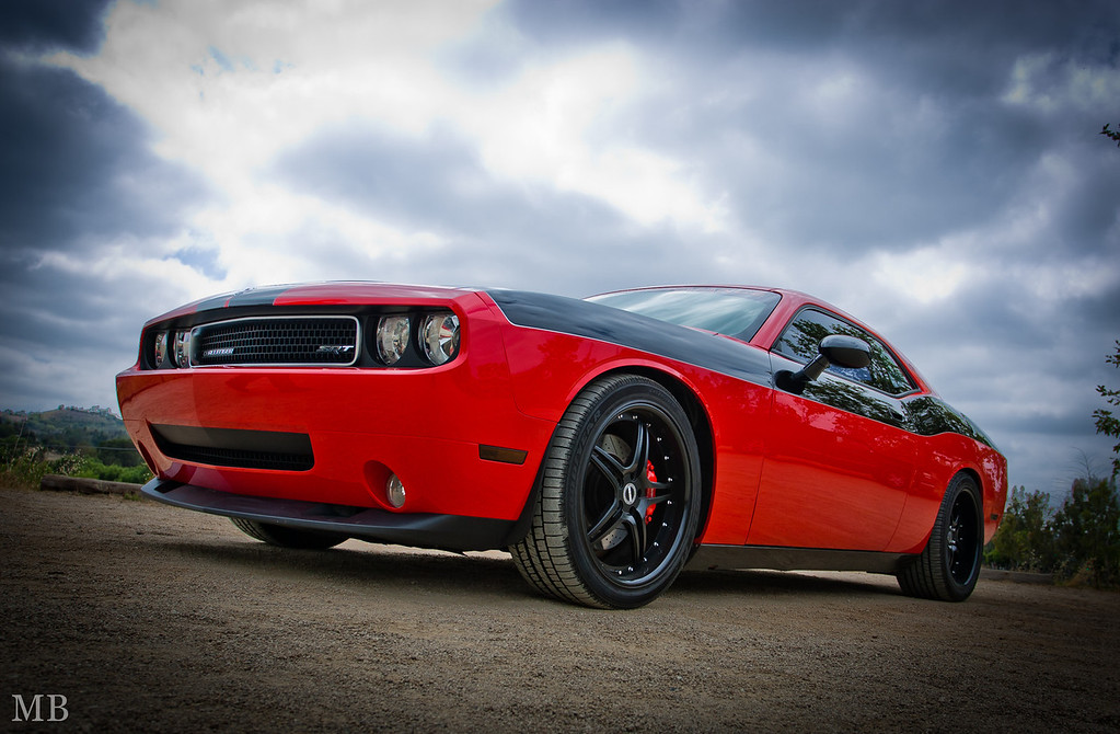IMAGE: http://www.m-b-photos.com/Cars/Our-new-2009-Challenger-SRT-8/i-8qQGPvP/0/XL/LL5B0582-XL.jpg