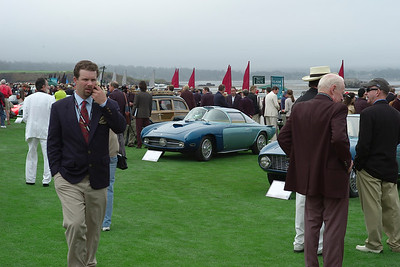 Nardi Blue Ray amid the crowd and their telephones.