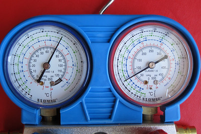 Static gauge indications with the engine off after a partial fill with R134a.  Both low (blue) and high (red) pressure indications are the same at 72 psi, as they should be with the A/C compressor not running. At an ambient temperature of 25º C, the gauges should have indicated about 83 psi.  The system needed further topping up with R134a.