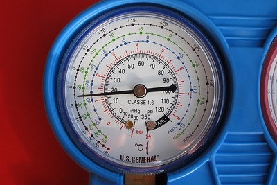 A close-up view of the low (blue) pressure indication at 18 psi. At idle, it should indicate about 30 to 35 psi.  The system needed further charging with R134a.