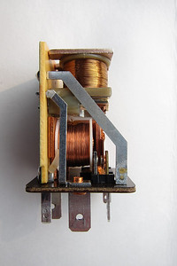 The left side of the relay showing one set of contacts activated by the lower coil. Despite being more than sixteen years old, the set of contacts showed no wear.