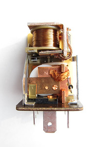 The front side of the relay showing one set of contacts activated by the upper coil. Despite being more than sixteen years old, the set of contacts showed no wear.