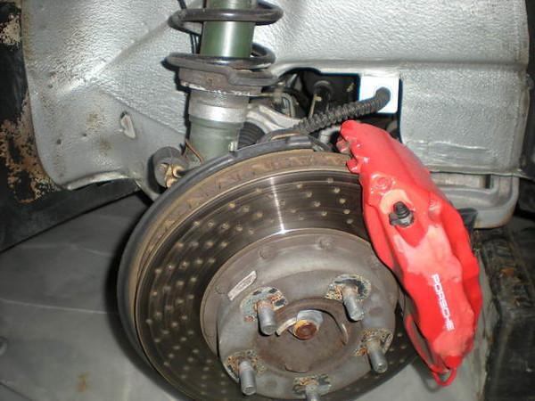 Tire rub on the inner wheel well using a 8 x 18 ET52 wheel rim.