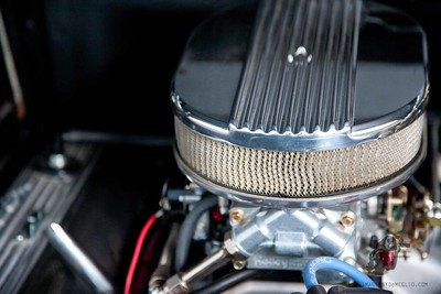 NEW Edlebrock Manifold and Carburetor 650;