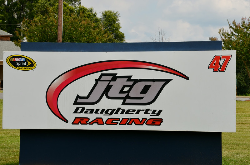 My first stop was in Harrisburg, NC. The racing shop of jtg Daugherty Racing and the Wood's bros. racing teams. jtg Daugherty team is owned by former advertising executive Tad Geschickter and his wife Jodi. Both are from Virginia. And with current ESPN analyst Brad Daugherty. It currently fields the #47 Chevrolet SS driven by A.J. Almendinger.