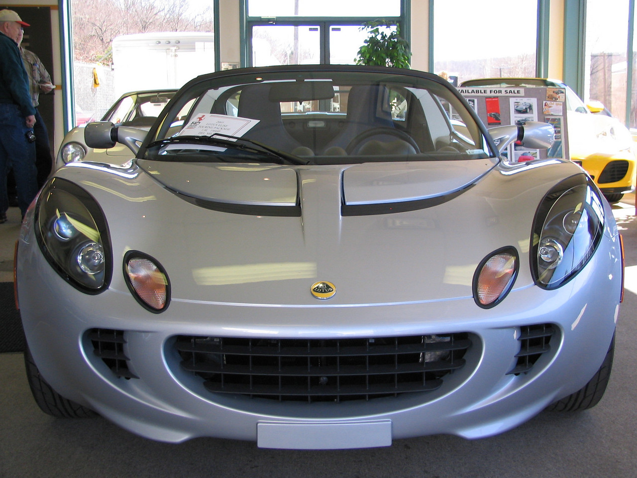 Lotus Elise. Is it just me or is this car smiling?