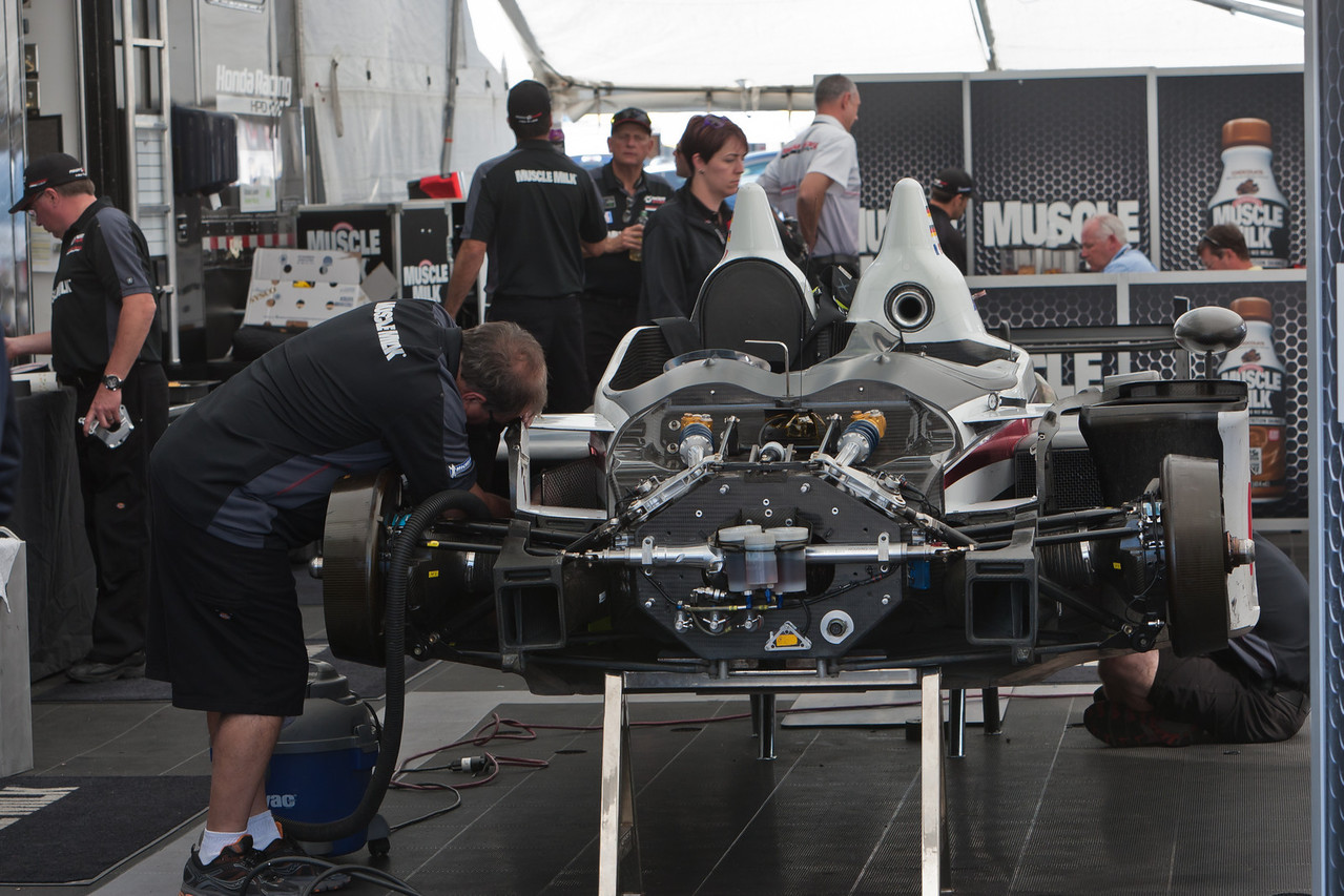Muscle Milk Pickett Racing team preps 4th place finishing HPD ARX-03c