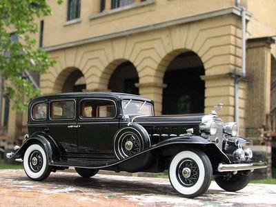 1932 Cadillac by Danbury Mint (original colors)