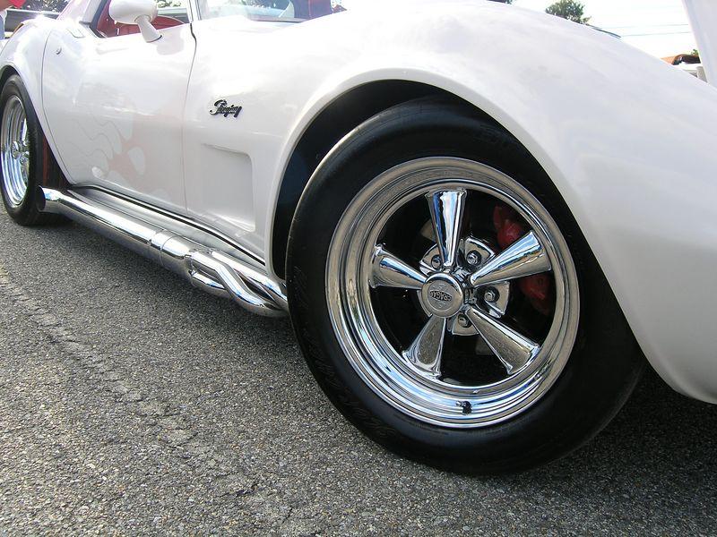 White Corvette (p8070430.jpg)