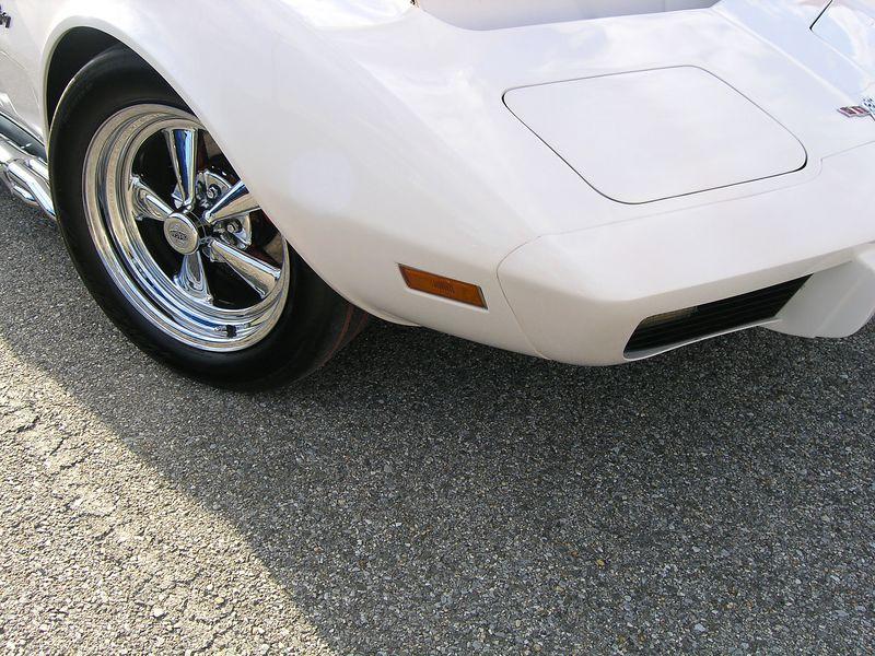 White Corvette (p8070431.jpg)