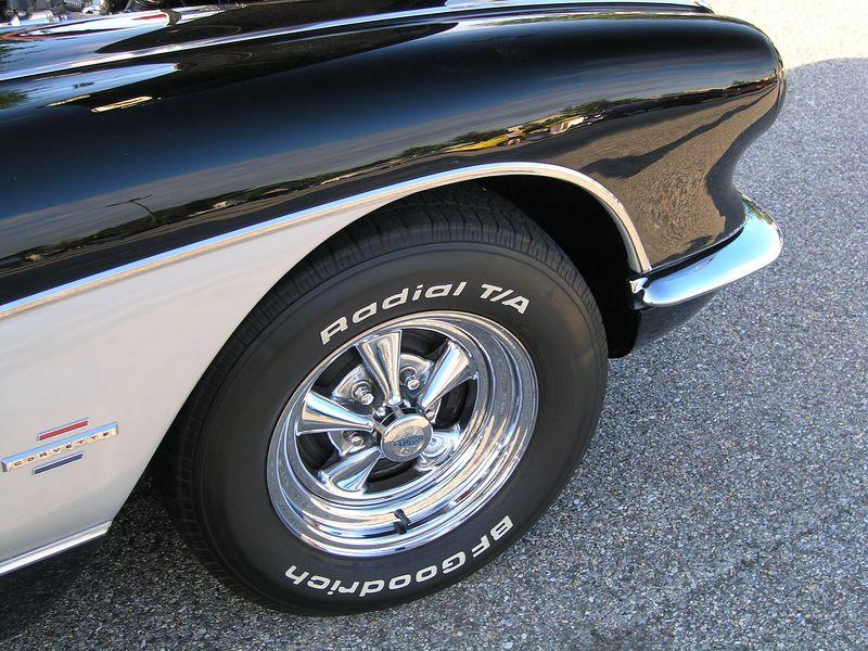 Black and White Corvette (p8070453.jpg)