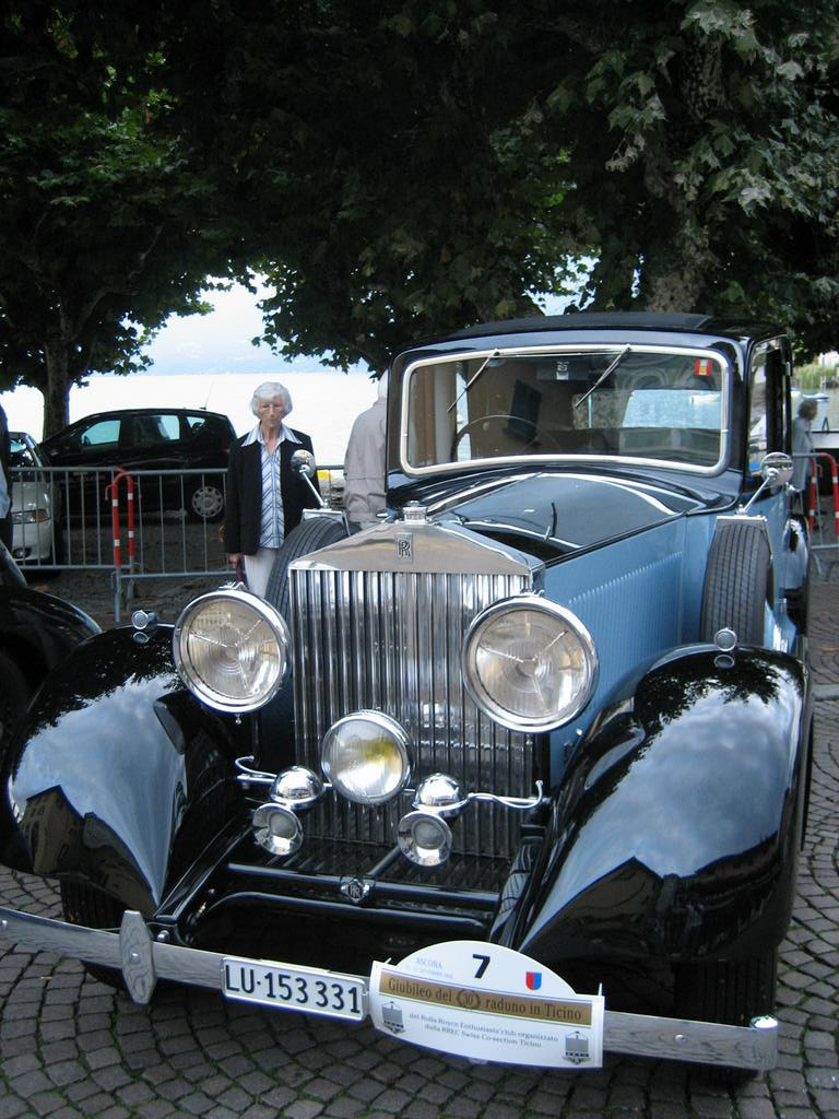 Antique Rolls Royce (love this one!)
