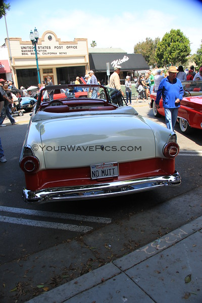 2016-04-30_Seal Beach Car Show_Ford Fairlane Victoria_2125.JPG