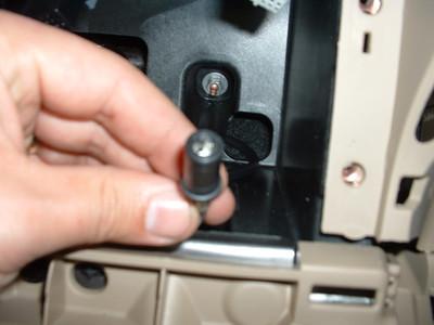 Blurry pic of antenna plug at headunit termination