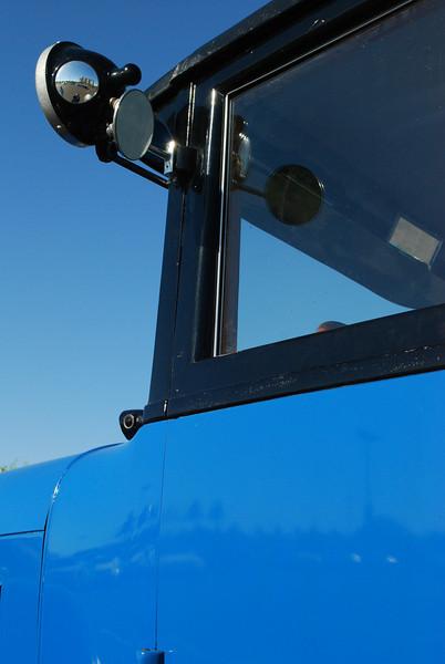 Studebaker 5_31_2010 26 5 pass 4dr sedan cowl detail