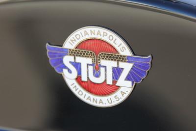 Stutz Bearcat logo