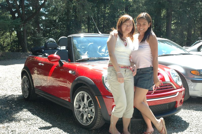 Hot chicks + hot car = awesome!!!1!