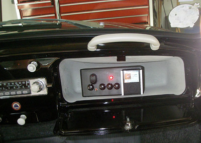 FM radio transmitter to broadcast contents of mp3 player through car radio.