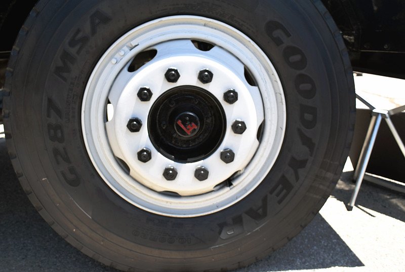 Peterbilt 1939 wheel Fageol ft rt