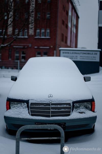 B6-Panzer in Frankfurt wartet mit weißer Schneemütze noch immer auf einen Käufer
