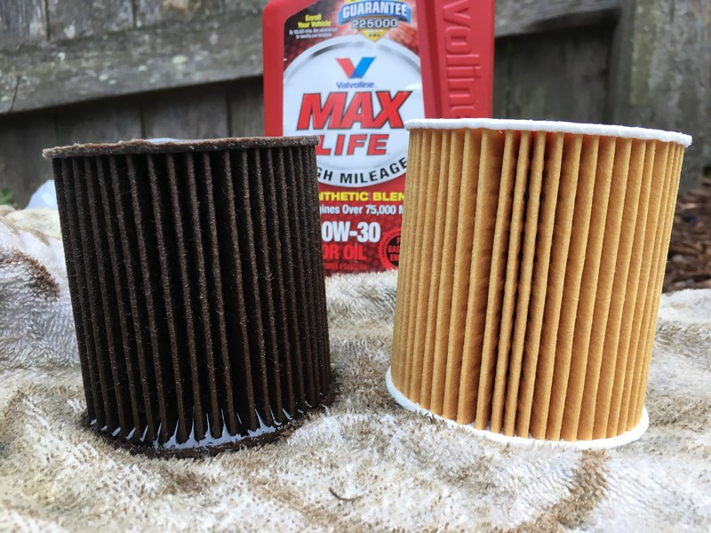 Did an oil change at my brother-in-law's house in Seattle. Old Mahle filter on the left, new Genuine Volvo filter on the right. Oil change interval 4,749 miles.