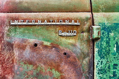 International Harvester pickup logo