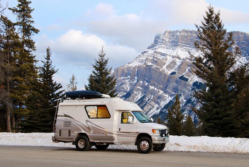 Chinook 2100 Concourse XL 4x4 turbo diesel RV near Banff