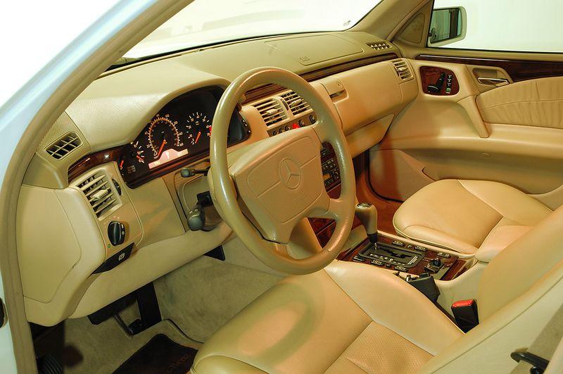 Mercedes Benz E430