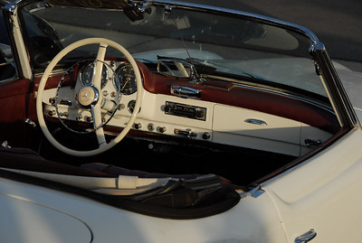 190SL. His starter button is missing. Replaced by some kind of toggle switch. Missing also is the clock, normally mounted in the glove box door.