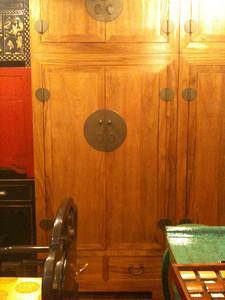 armoire à vêtements pour Daniel (partie inférieure seulement) -  encore dans le magasin