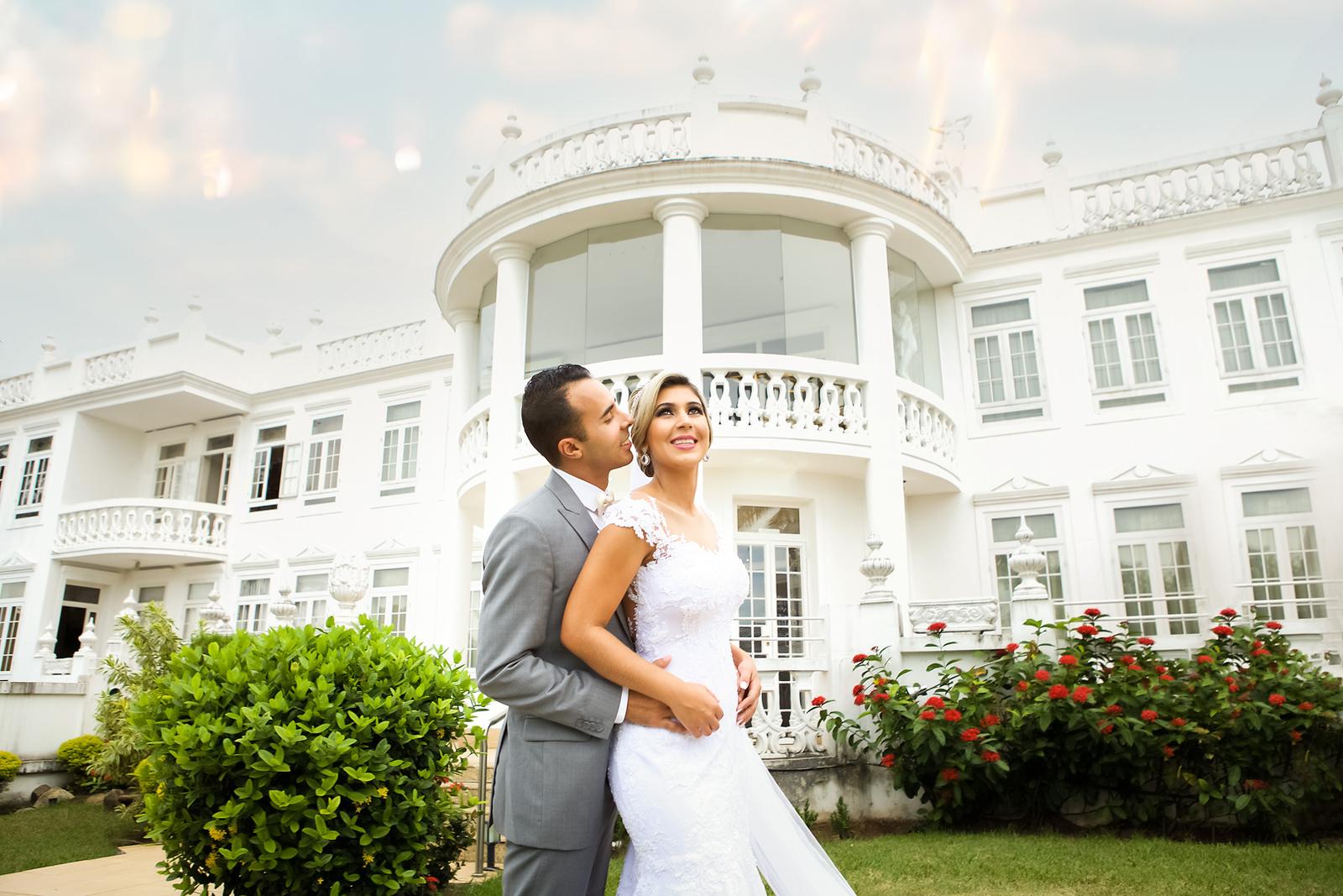 Noivos no ensaio de pos casamento no jardim do Miriam Maira Casa de festas