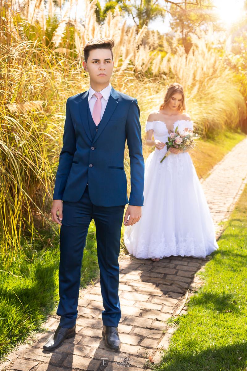 foto do terno do noivo não pode deixar de ter no ensaio de pós casamento