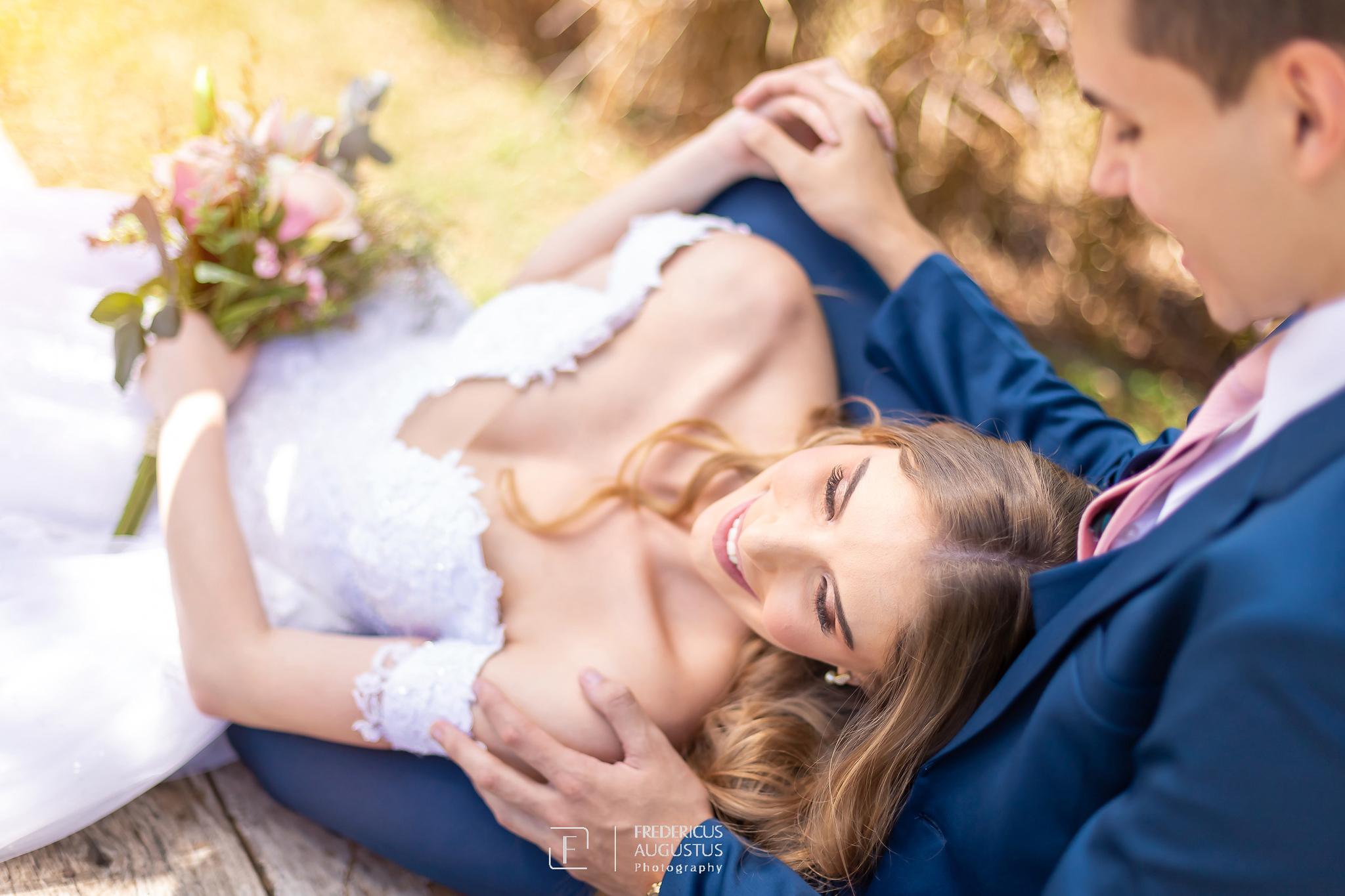O fotógrafo Fredericus Augustus em editorial para noivas se inspirar de fotografia com espontaneidade dos noivos bem à vontade
