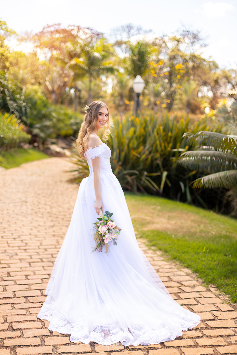 foto do vestido da noivas não pode deixar de ter no ensaio de pós casamento