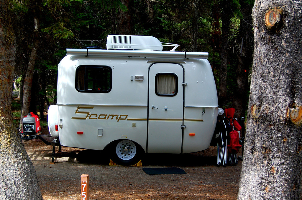 Brand new Scamp in the campground. I stopped by several times to try and meet with them but did not connect. As luck would have it, I met up with them later in Sheridan, Wyoming..