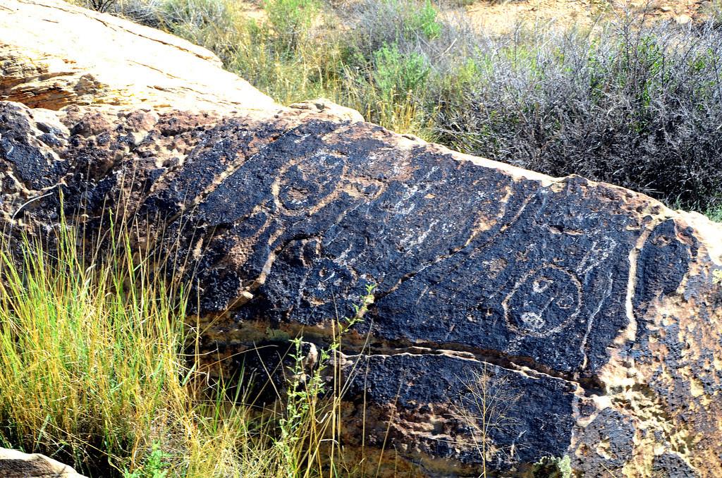 Petroglyphs near Puerco ruins.