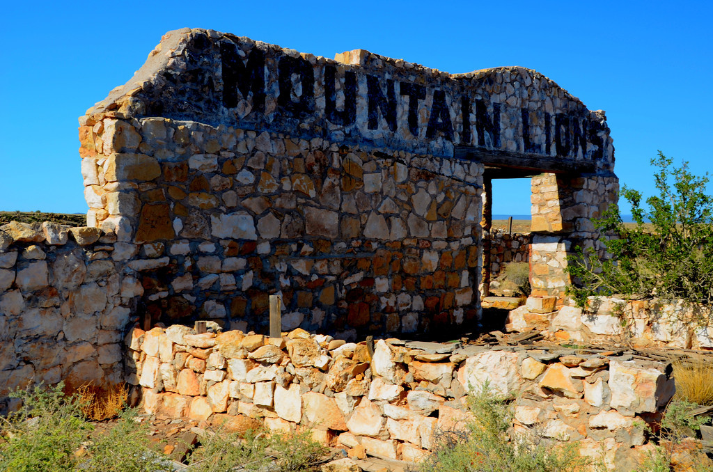 Remnants of old zoo at Two Guns,