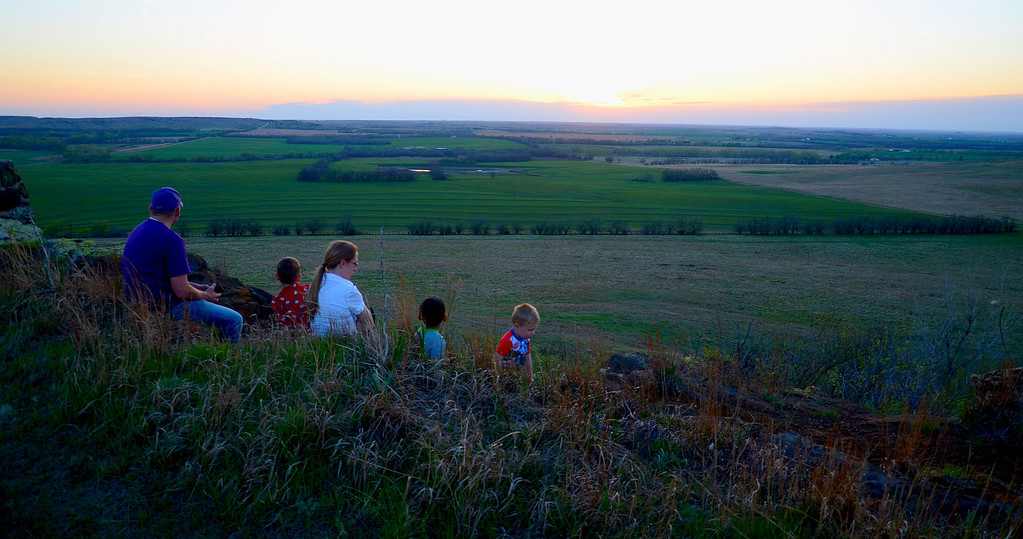 The evening I was there, multiple families were on the hill picnicking and enjoying the sunset.