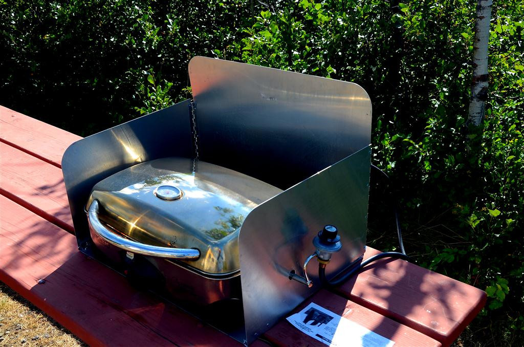 August 24<br /> <br /> This is my cooking station. I modified the windscreen to fit my grill. I tested it today the wind and it got up to 550 degrees.