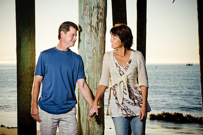 7487-d700_Amy_and_Michael_Savage_Capitola_Beach_Portrait_Photography