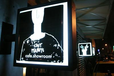 最近常去的咖啡店『Salt Peanut』,店裡書不少、音樂不少,氣氛帶點雜亂、頹廢、慵懶。