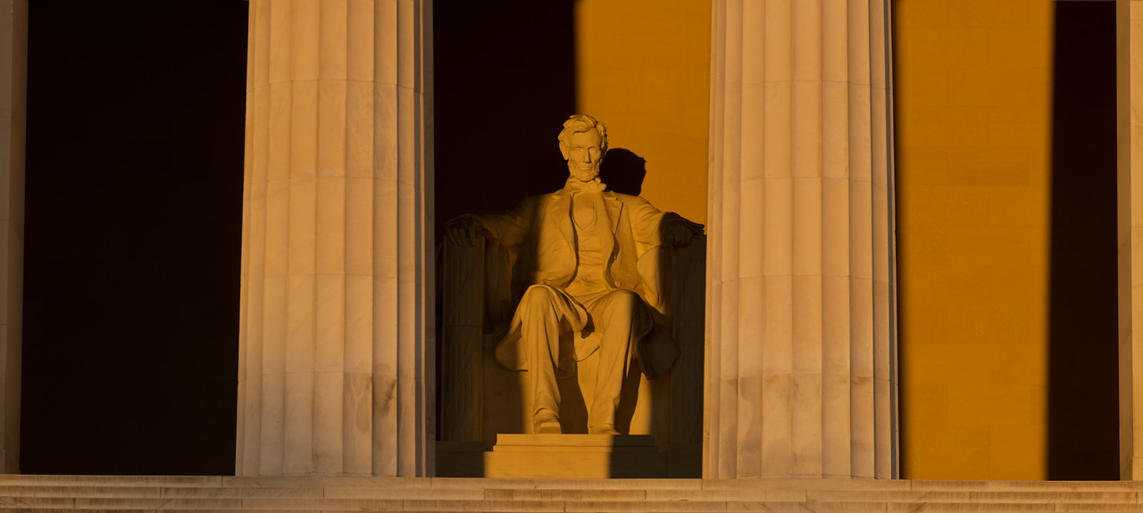 Golden Lincoln Two Pillars