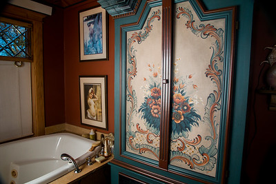 Bathroon main floor-5888