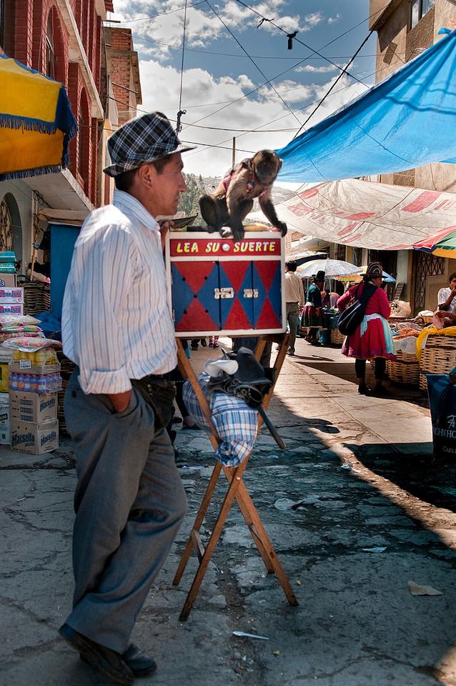 "<p><font size=""4"" face=""Trajan Pro"">Vendedor de la buena suerte - Mercado semanal - Carhuaz  </font></p>"