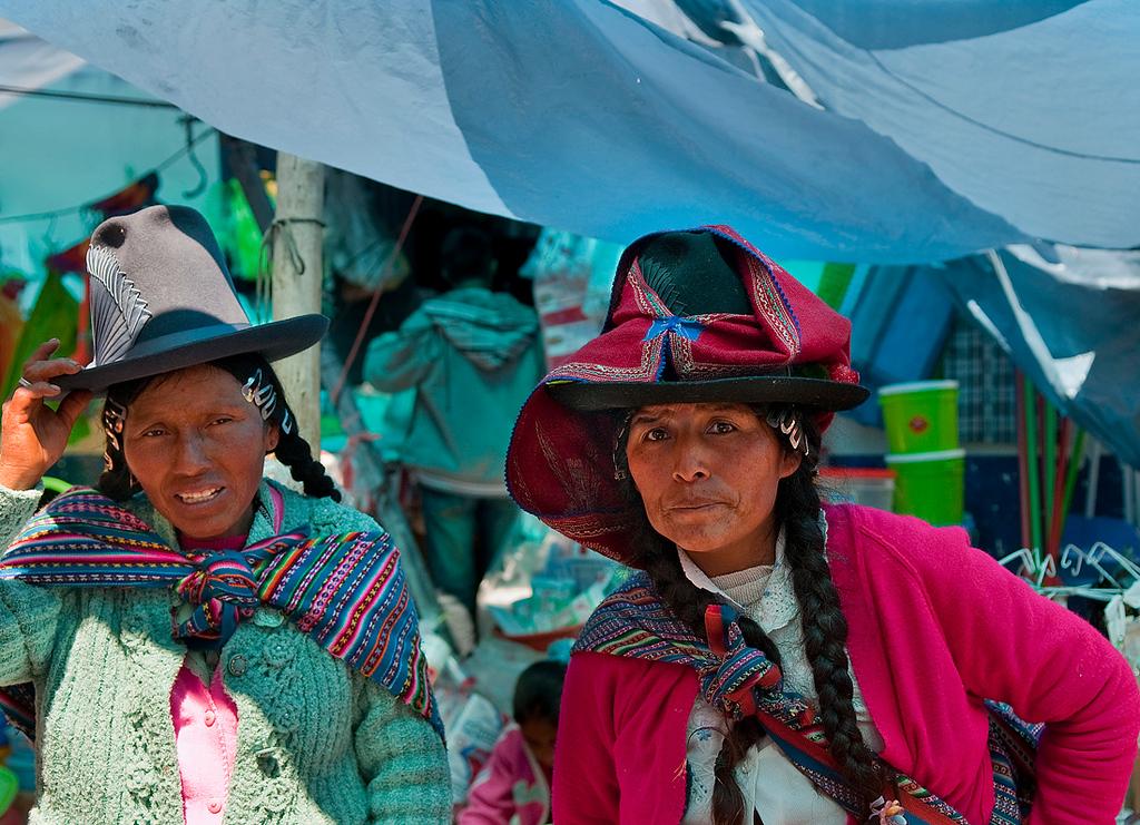 "<p><font size=""4"" face=""Trajan Pro"">De Compras -  Mercado semanal - Carhuaz  </font></p>"