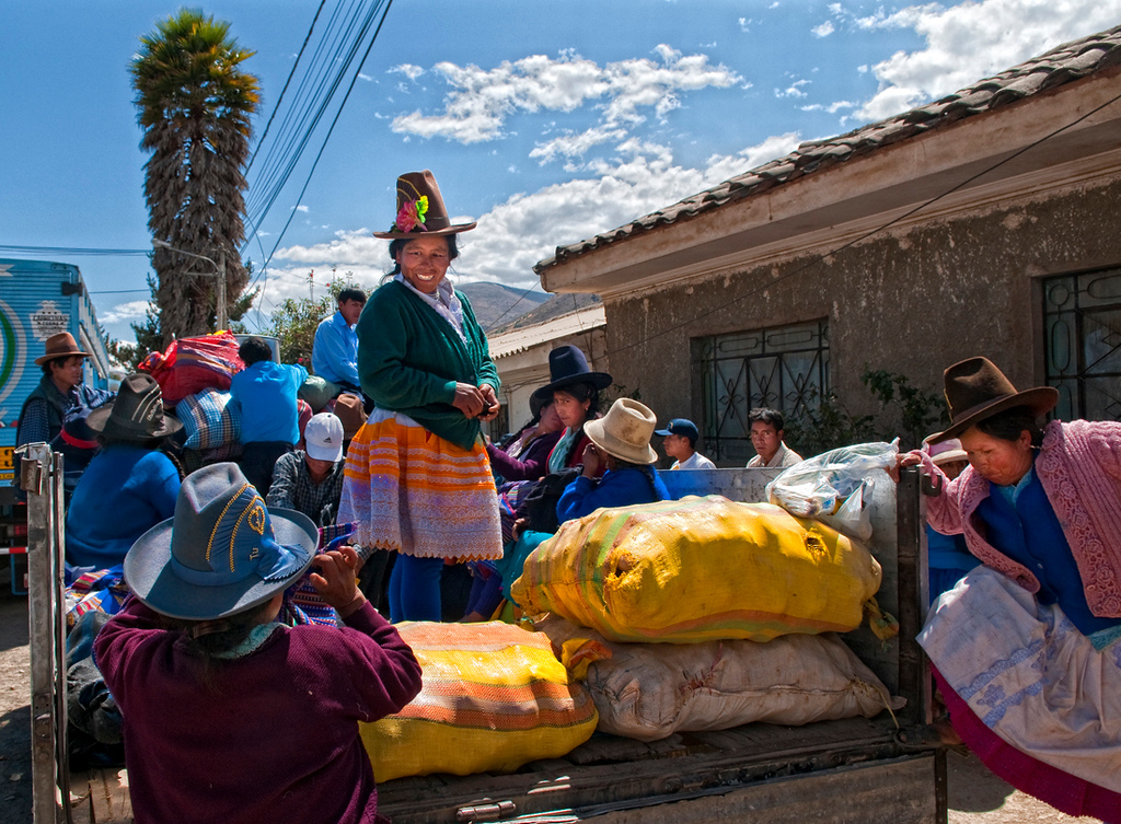 "<p><font size=""4"" face=""Trajan Pro"">Transporte público  andino - Mercado semanal - Carhuaz  </font></p>"
