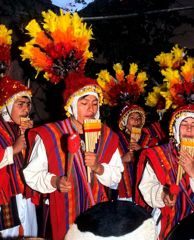 "<p><font size=""4"" face=""Trajan Pro""> Musicos Sikuris - Cusco</font></p>"