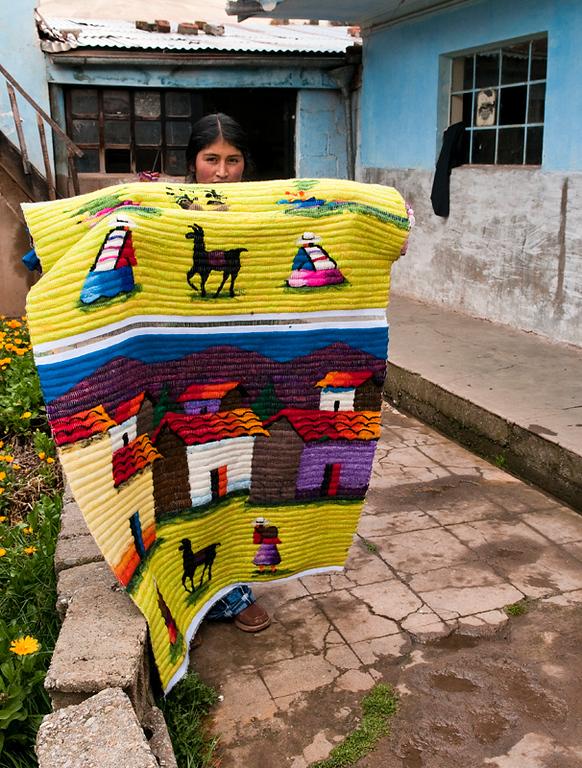 """<p><font size=""""4"""" face=""""Trajan Pro""""> Tejedoras de tapices - San Pedro de Cajas Tarma</font></p>"""